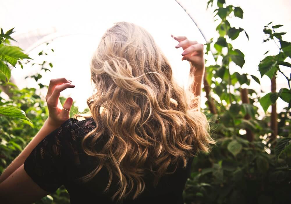 curly-blonde-hair-style